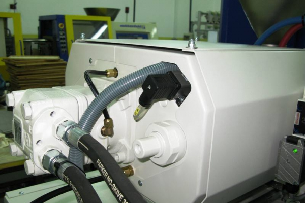 dozirna-naprava-zadaj-starejsi-battenfeld-ba3508B9DAA67-1948-A50B-2831-F868BE08CC58.jpg